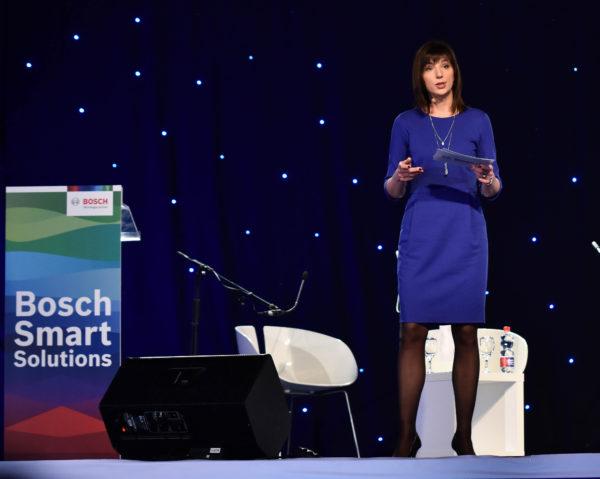 """Mirsada Kudrić, generalna direktorica Boscha za Hrvatsku i Sloveniju """"U Boschu potičemo inovacije i ovom konferencijom pokazali smo dasmo ustrajni u kreiranju ugodne i korisniku orijentirane budućnosti. Cilj nam je unapređenje kvalitete života, a naše pametne tehnologije to će i omogućiti."""""""
