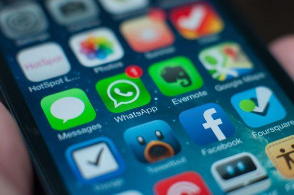 EU poslala upozorenja WhatsAppu i Yahoou