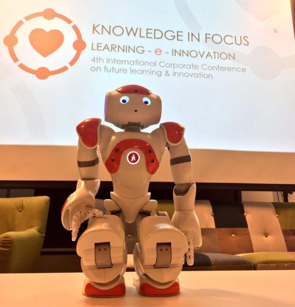 Robot Boka vježba Tai Chi na #knowledgeinfocus2016.