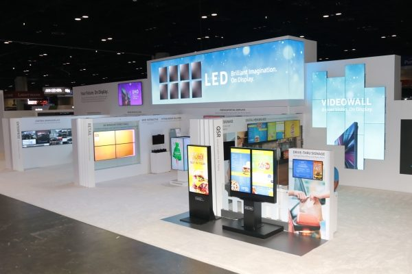 Samsungovi SMART zasloni za digitalno oglašavanje