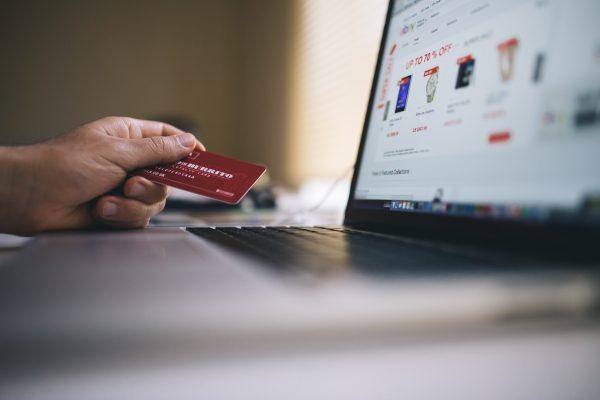 Pandemija koronavirusa zaustavila višegodišnji rast prodaje u e-trgovini